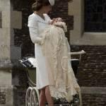 Kate Middleton, completo color crema al battesimo figlia Charlotte FOTO