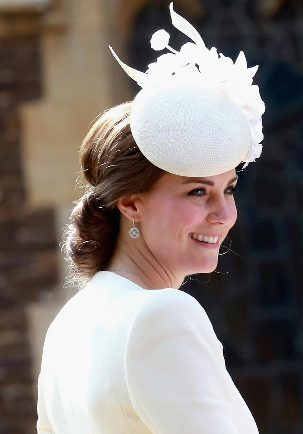 Kate Middleton, completo color crema al battesimo figlia Charlotte FOTO 7