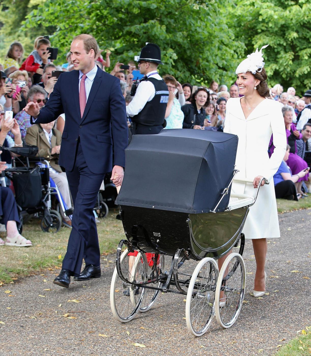 Kate Middleton, completo color crema al battesimo figlia Charlotte FOTO 9