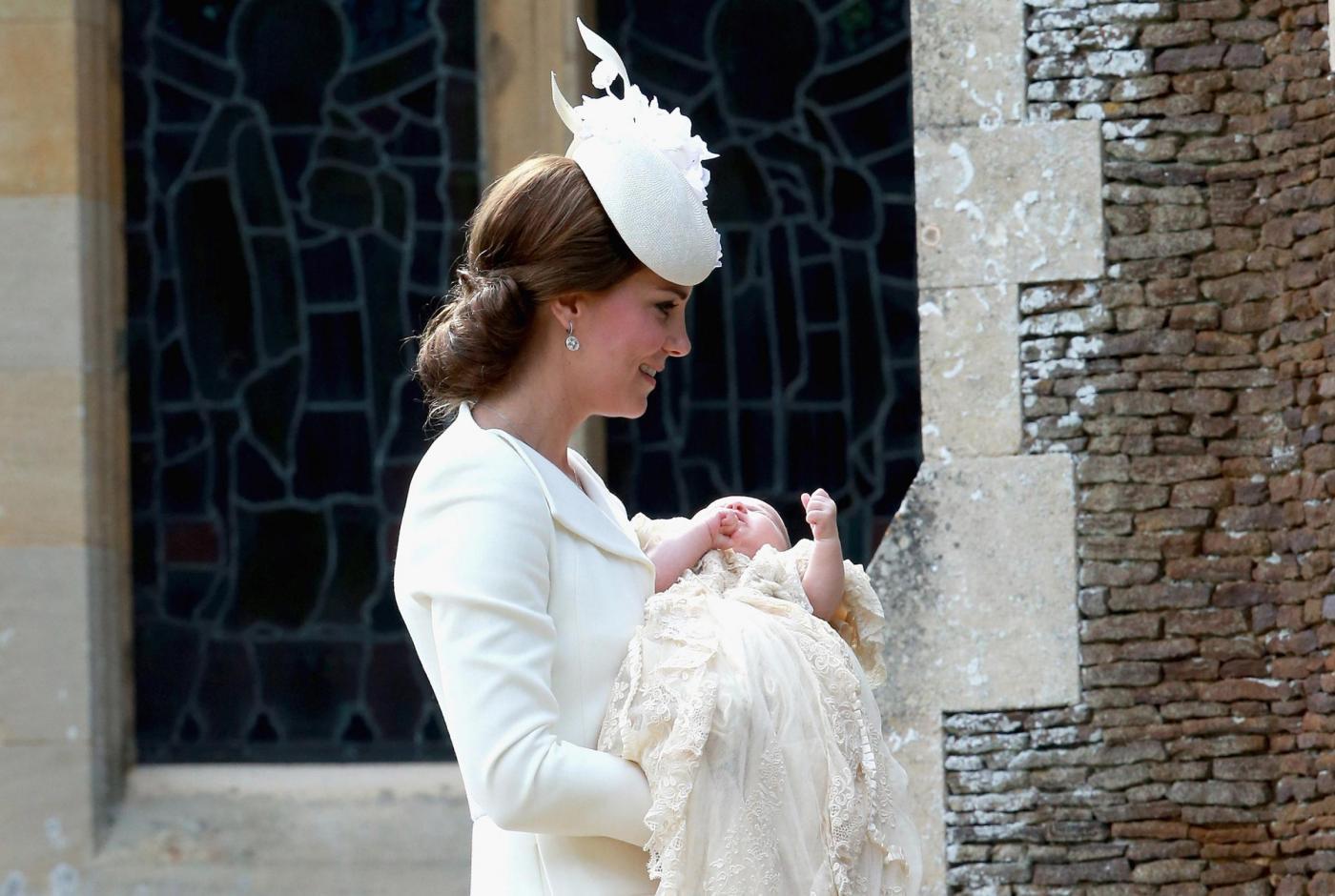 Kate Middleton, completo elegante color crema al battesimo figlia Charlotte FOTO