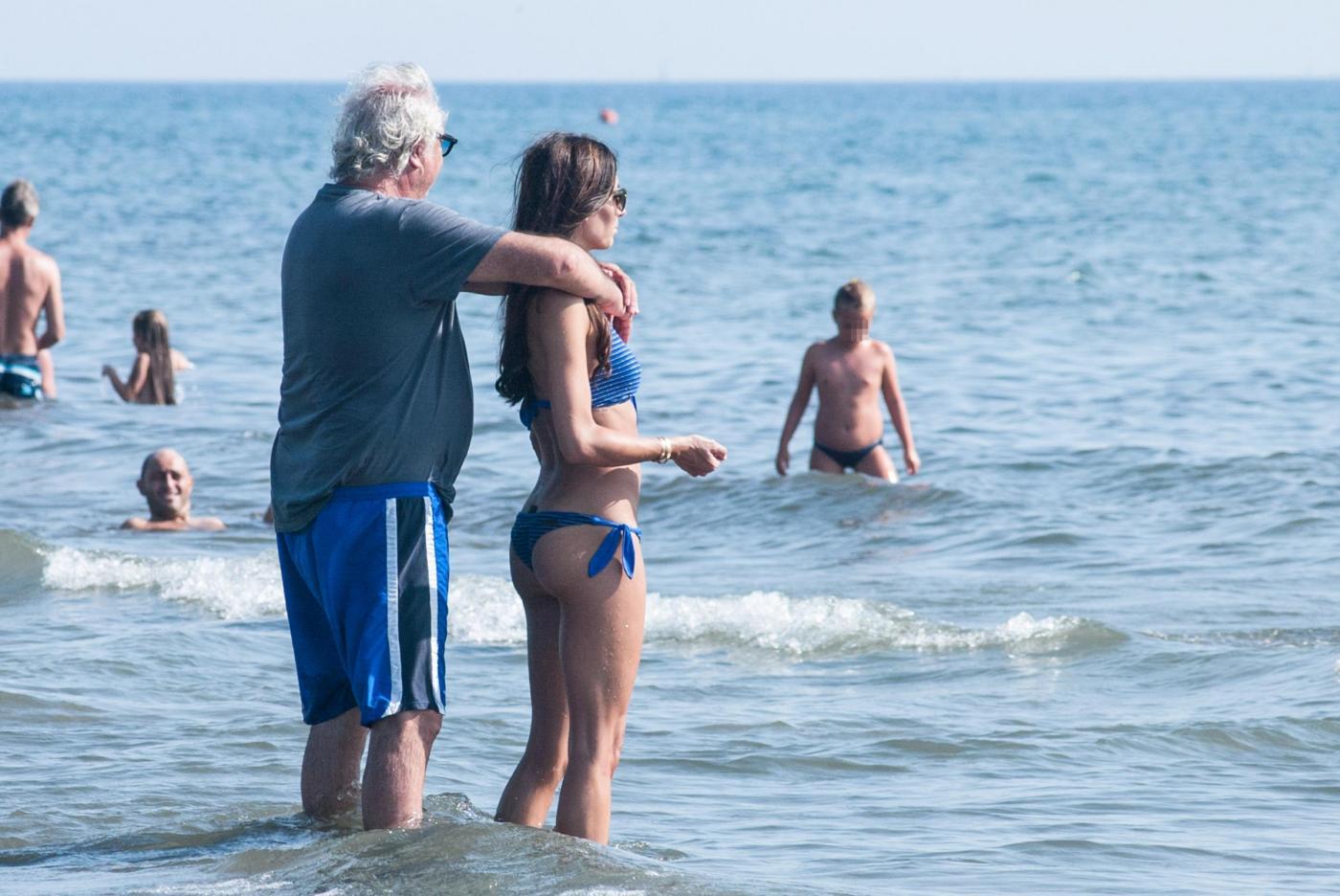 Elisabetta Gregoraci e Flavio Briatore in spiaggia a Forte dei Marmi FOTO