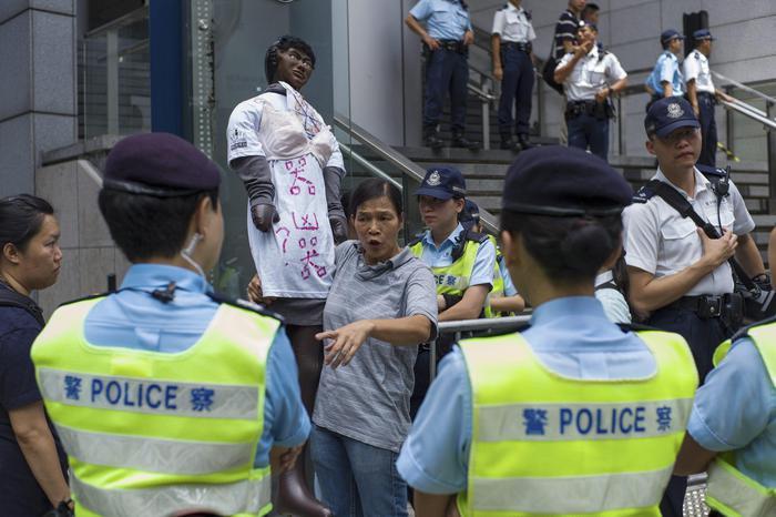 "Hong Kong, donna arrestata per seno nudo: scoppia rivolta del ""reggiseno"