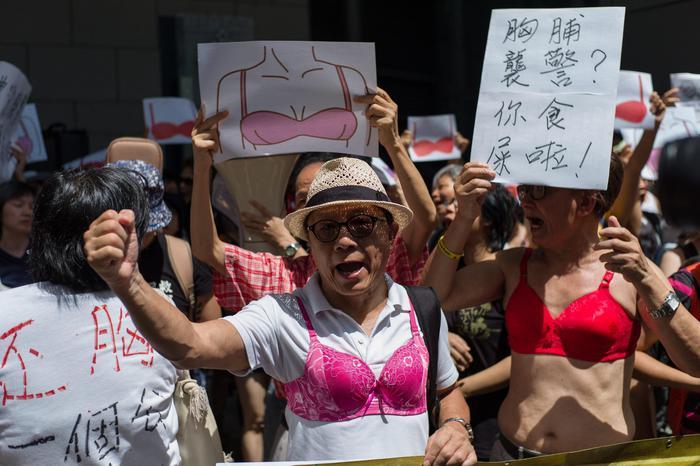 "Hong Kong, donna arrestata per seno nudo: scoppia rivolta del ""reggiseno2"