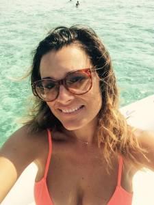 Alena Seredova in costume: selfie al mare FOTO