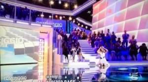 Barbara d'Urso cade in diretta a Pomeriggio 5 VIDEO