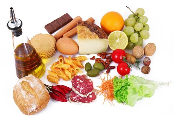 Saltare i pasti? Sbagliato: fa crescere la pancetta
