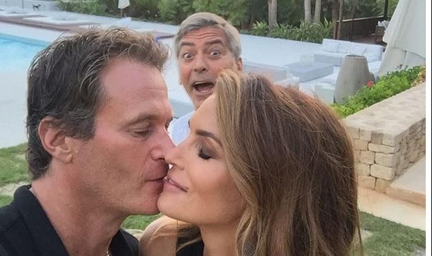 "Bacio tra Crawford e Gerber: George Clooney è il ""rovinafoto"""