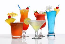 Cocktail bombe caloriche, pina colada come lasagne e long island come wurstel