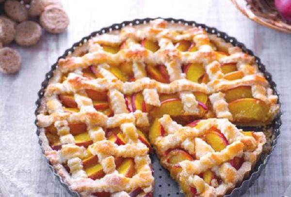 Ricette di dolci: crostata pesche e amaretti