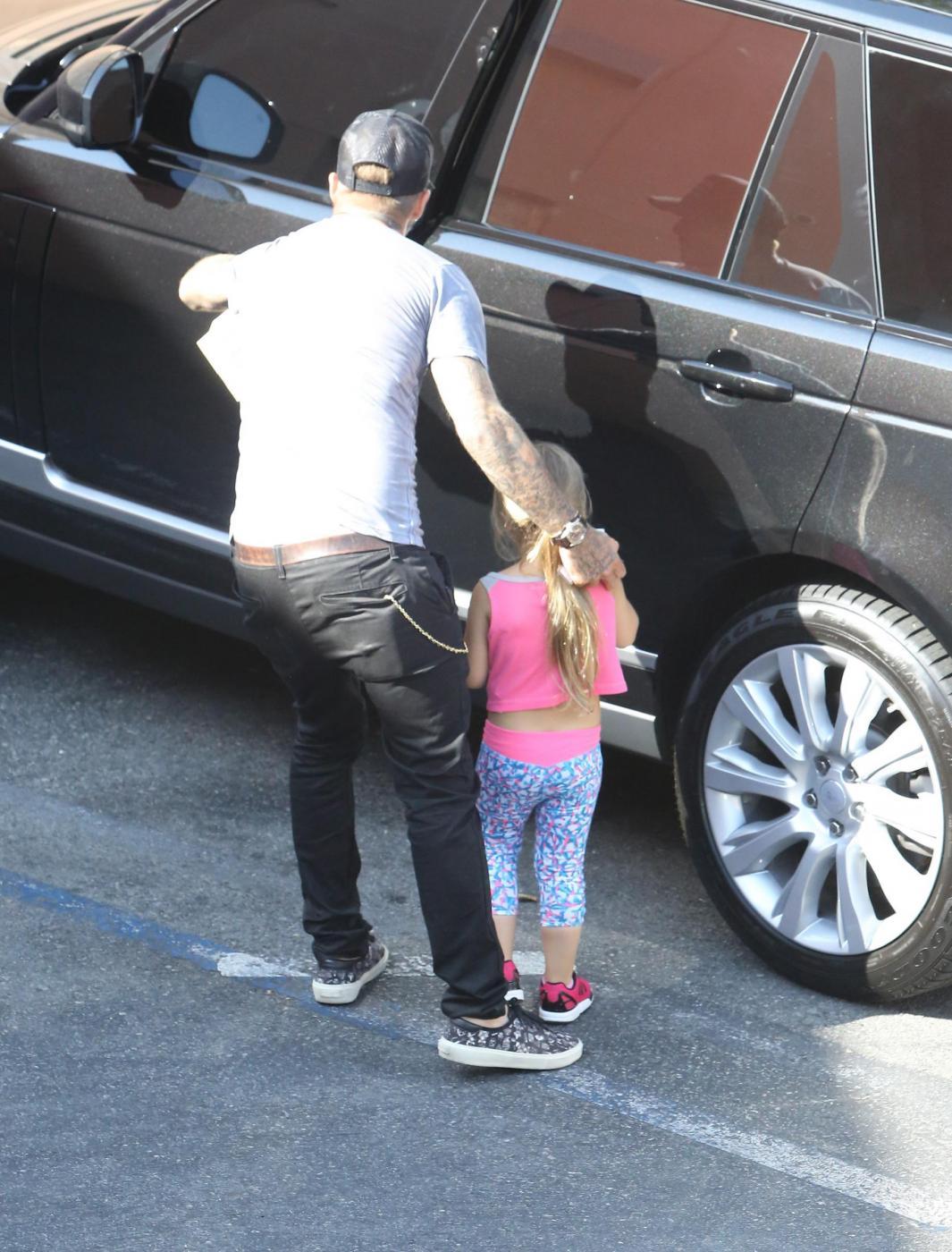 David, Victoria Beckham e la figlia Harper: inno alla normalità