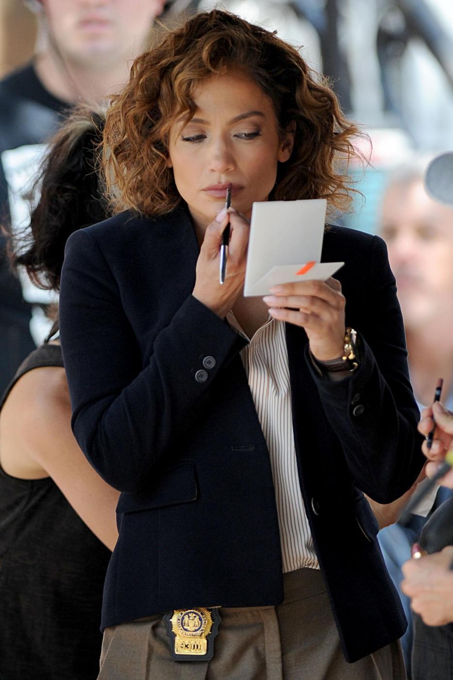 "Jennifer Lopez poliziotta sul set di ""Shades of Blue""12"