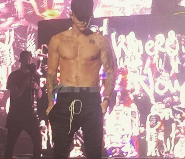 Justin Bieber senza maglia ai Billboard Hot 100, New York VIDEO