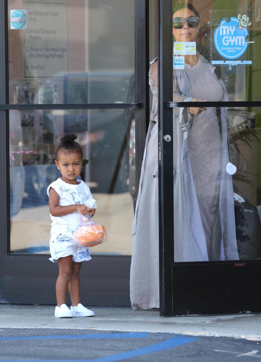 Kim Kardashian col pancione2