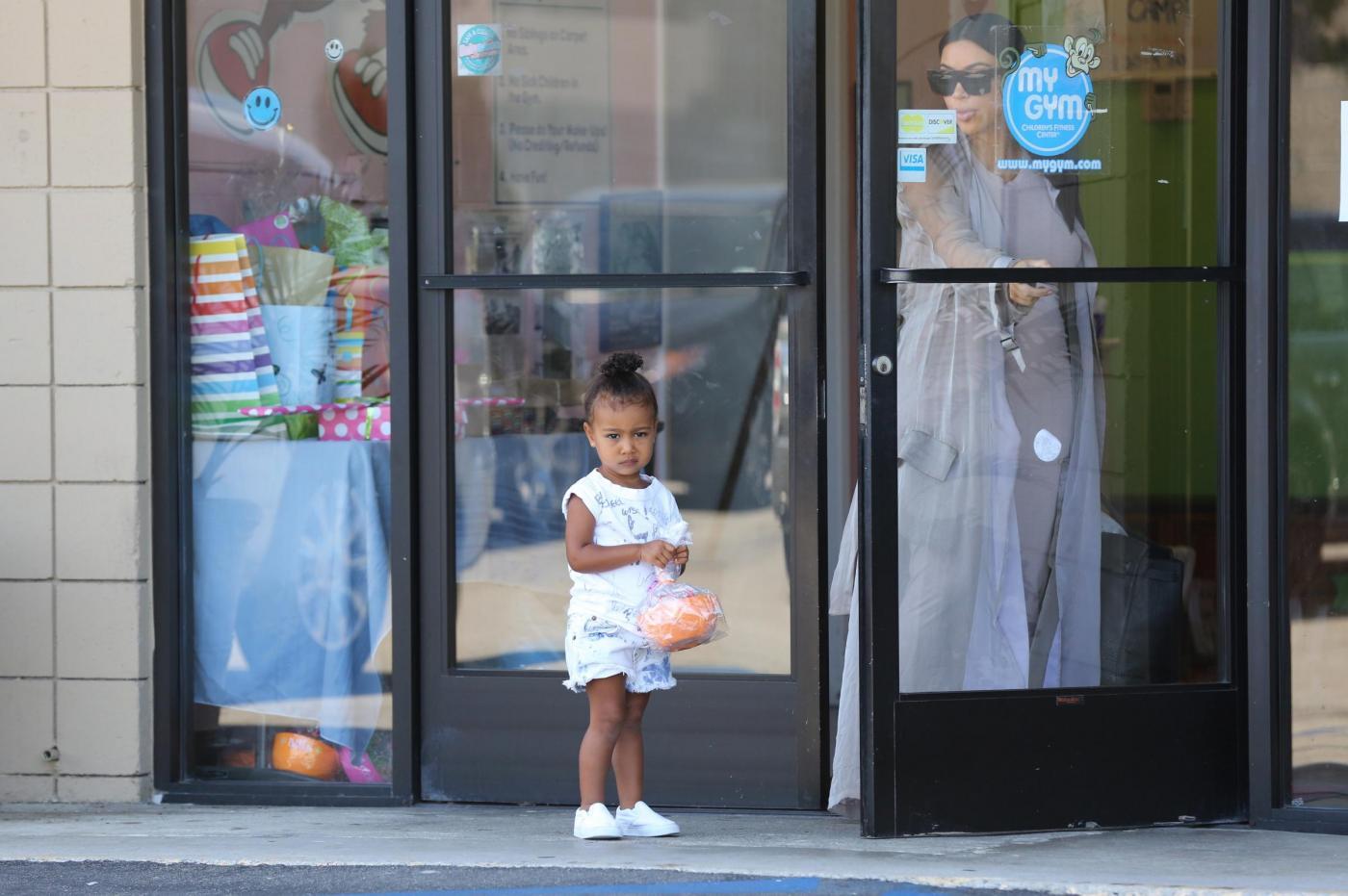 Kim Kardashian col pancione