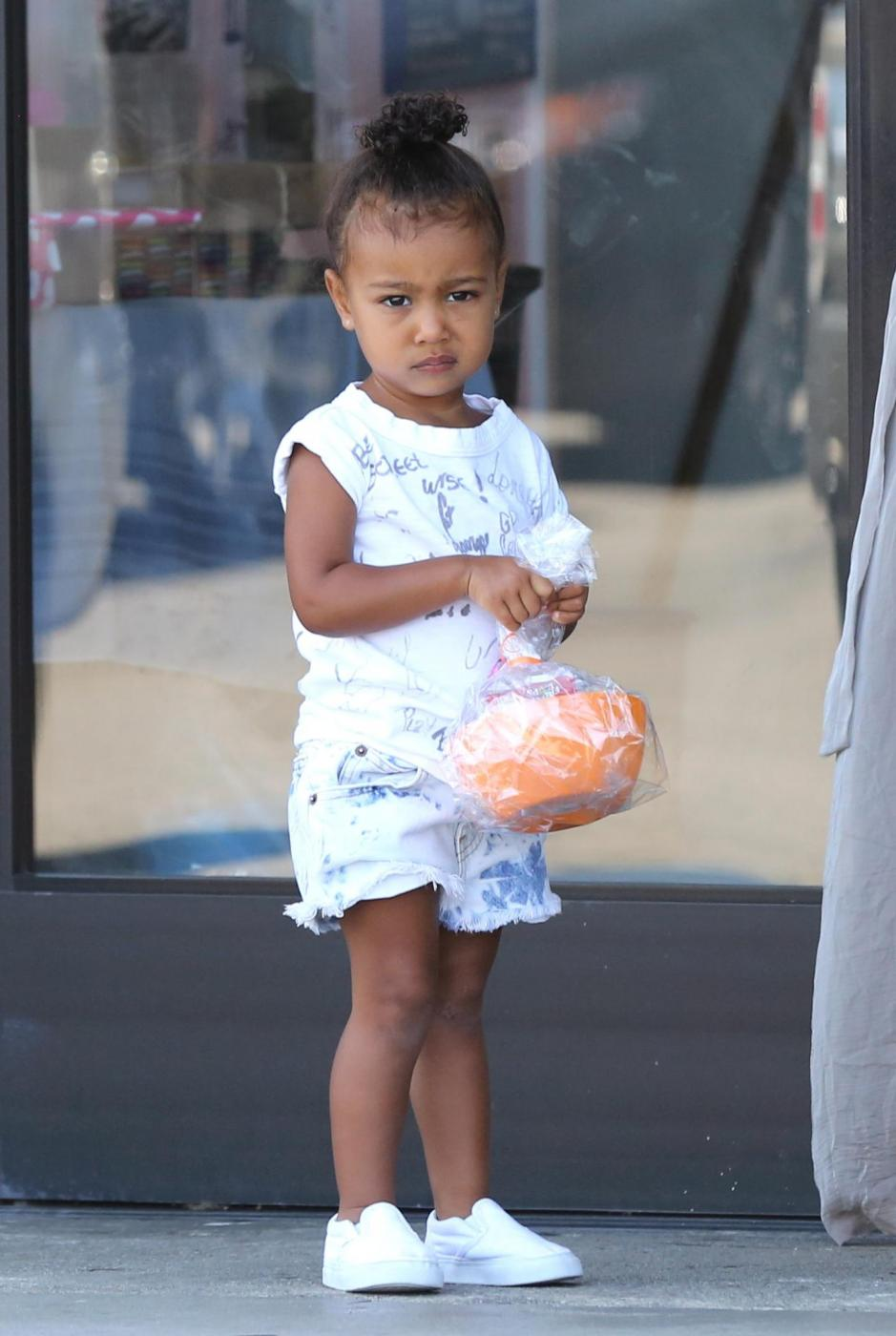Kim Kardashian col pancione13