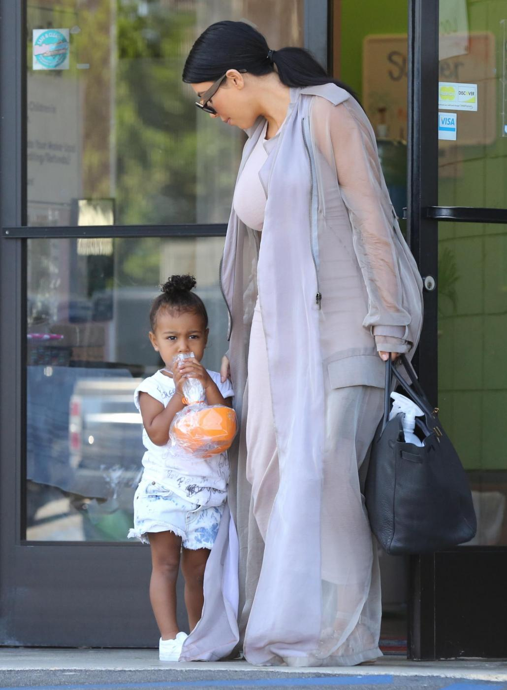 Kim Kardashian col pancione10