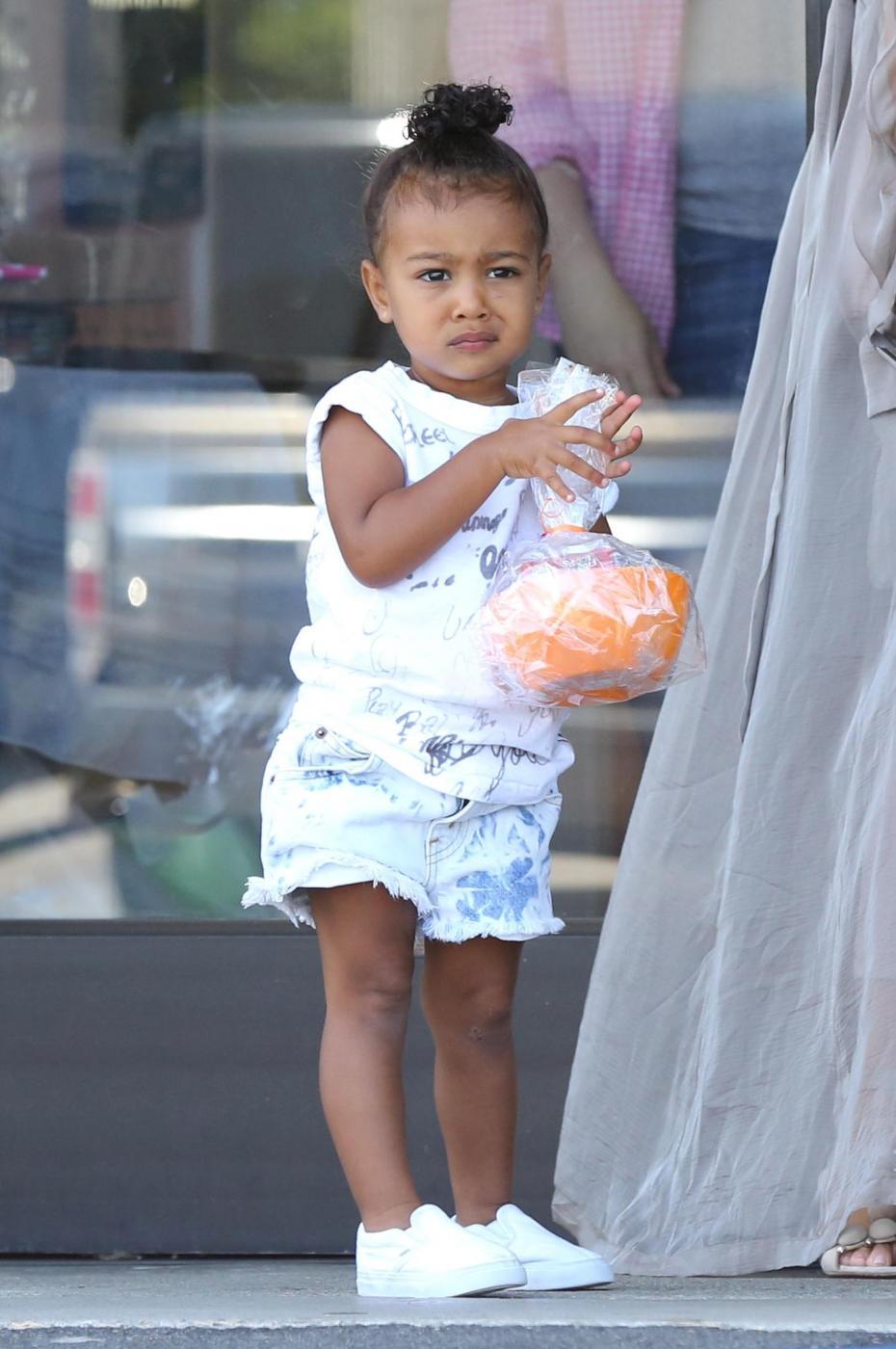 Kim Kardashian col pancione9