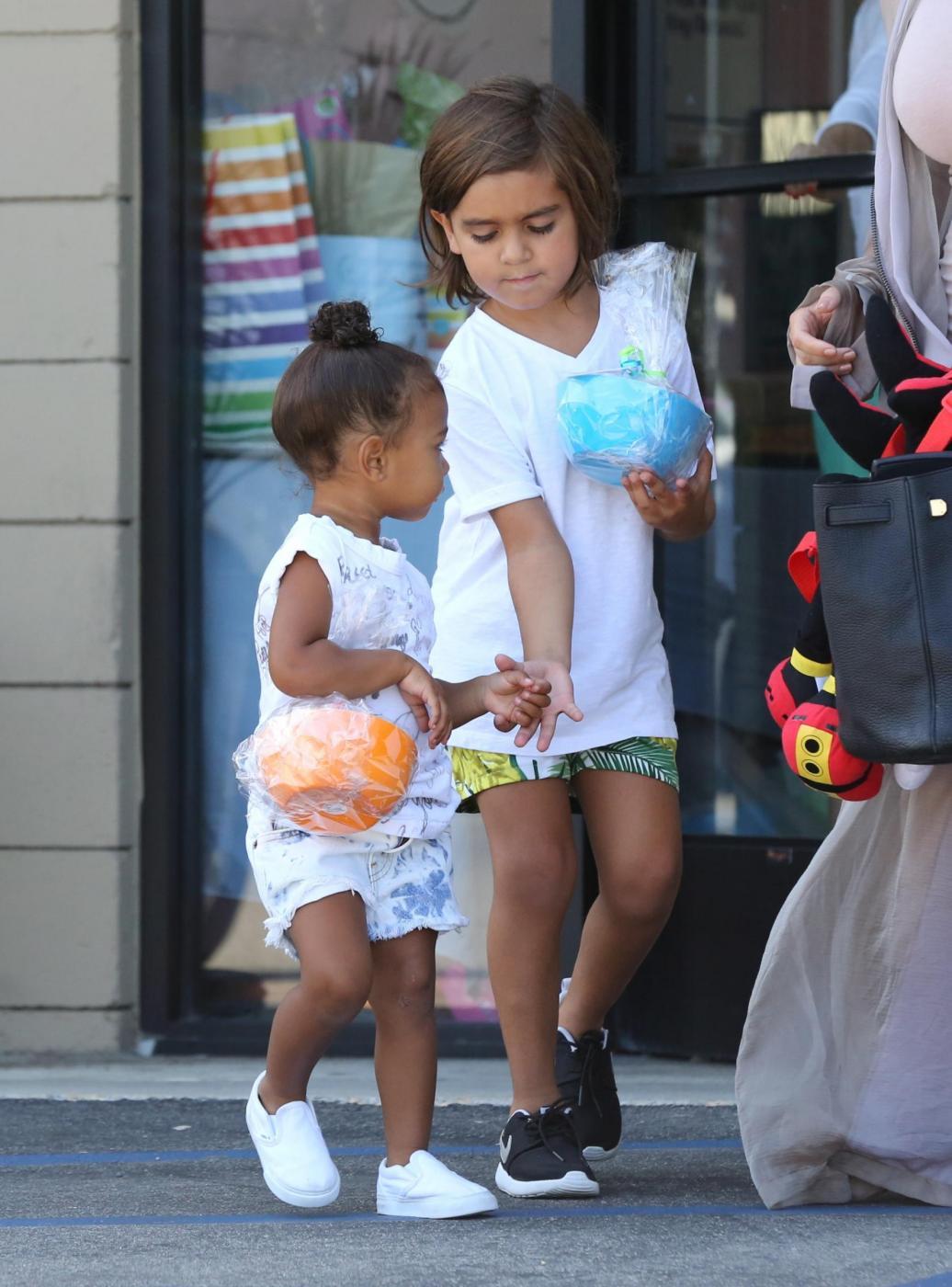 Kim Kardashian col pancione7
