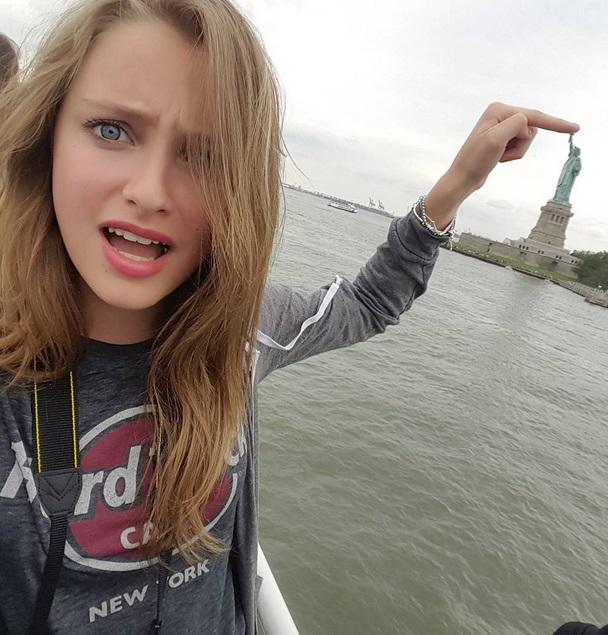 """Emma, la """"nuova"""" Martina Stoessel (Violetta) di Disney Channel"""