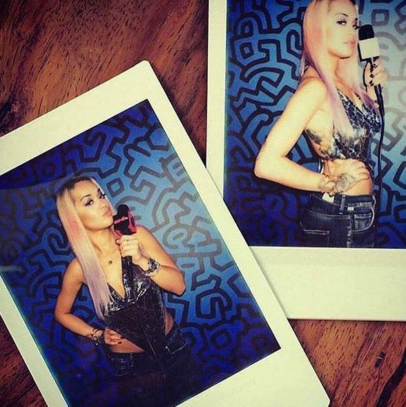 Rita Ora lancia lo shatush arcobaleno FOTO 1