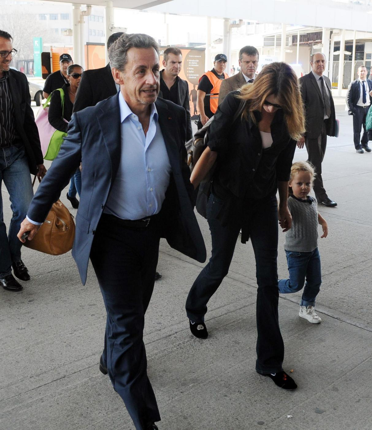 Nicolas Sarkozy e Carla Bruni mano nella mano6