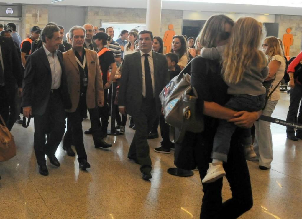 Nicolas Sarkozy e Carla Bruni mano nella mano1