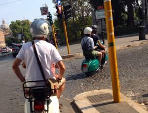 Codice della strada: minorenni in motorino in 2. Cosa cambia