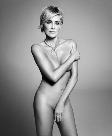 Sharon Stone posa nuda per la rivista Harper's Bazar FOTO