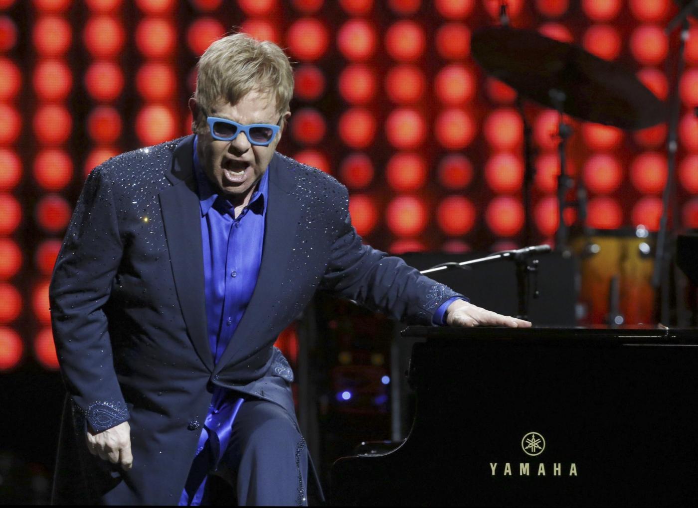 "Elton John perdona Dolce e Gabbana: ""Amiamo l'Italia"""