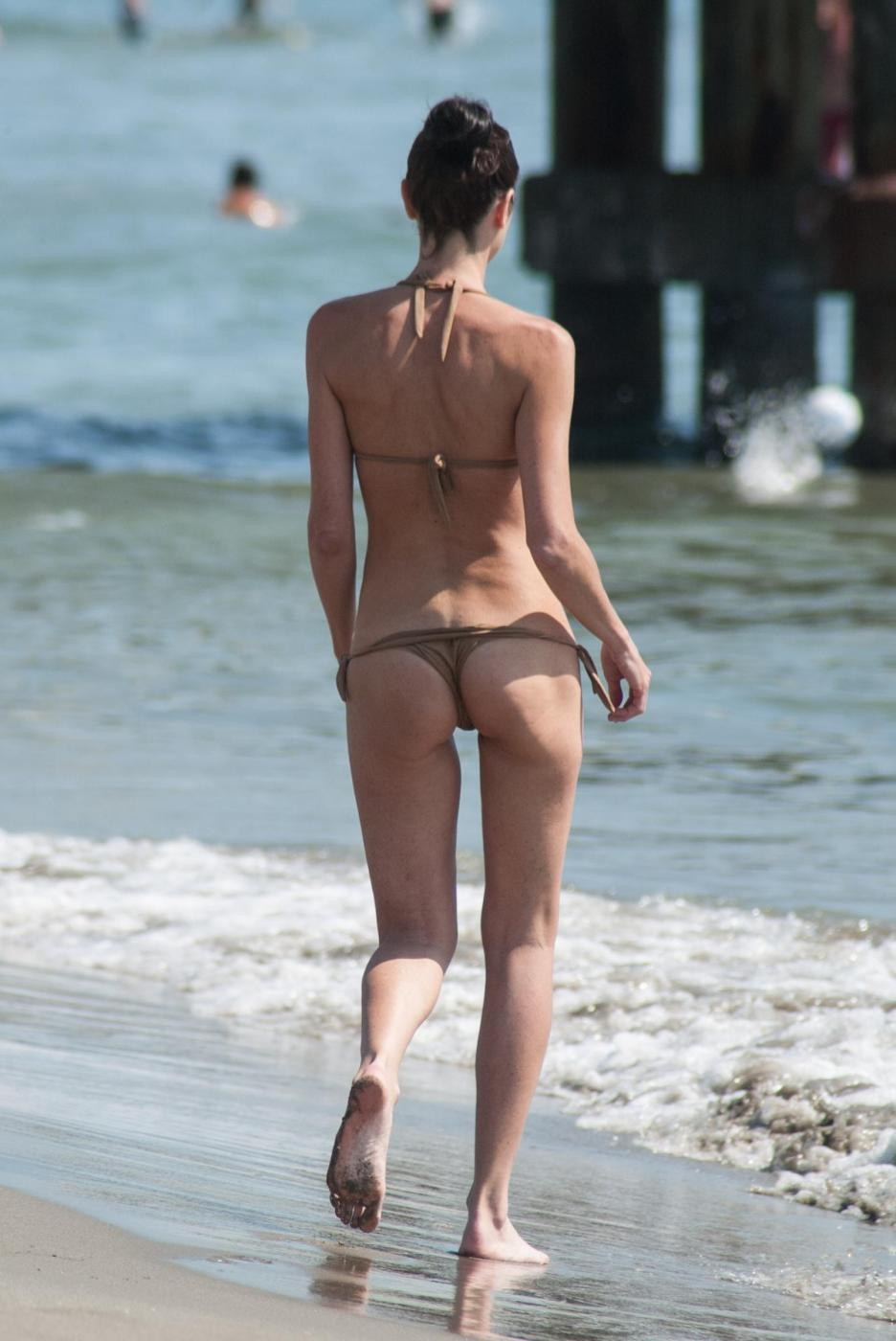 Federica Torti, doccia hot e curve da urlo a Forte dei Marmi FOTO 4