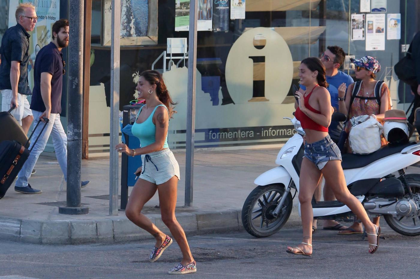 Belen Rodriguez e la sorella Cecilia lasciano Formentera FOTO