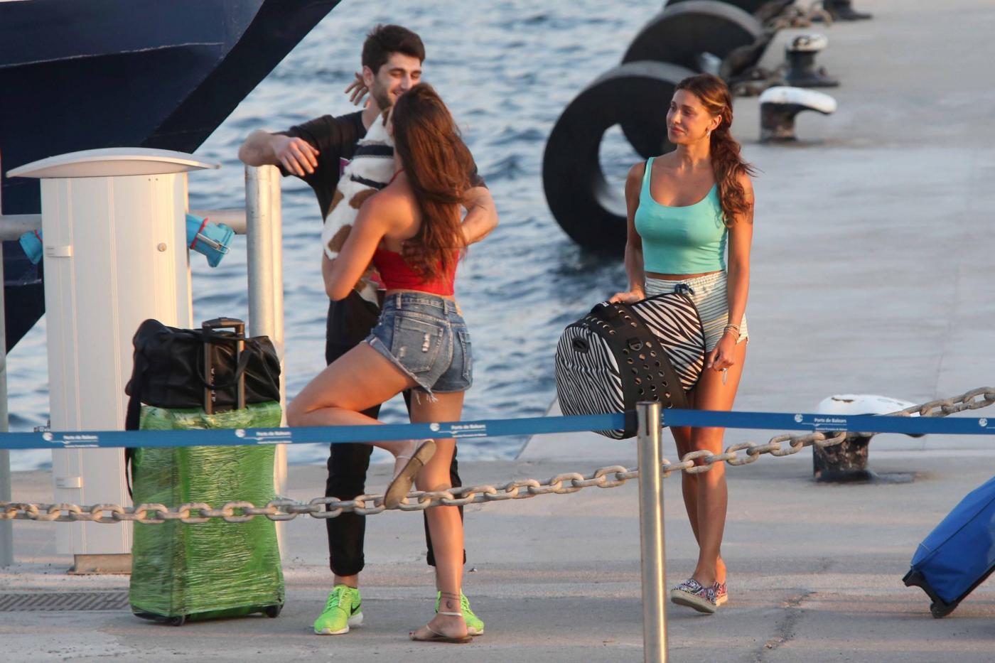 Belen Rodriguez e la sorella Cecilia lasciano Formentera FOTO 19