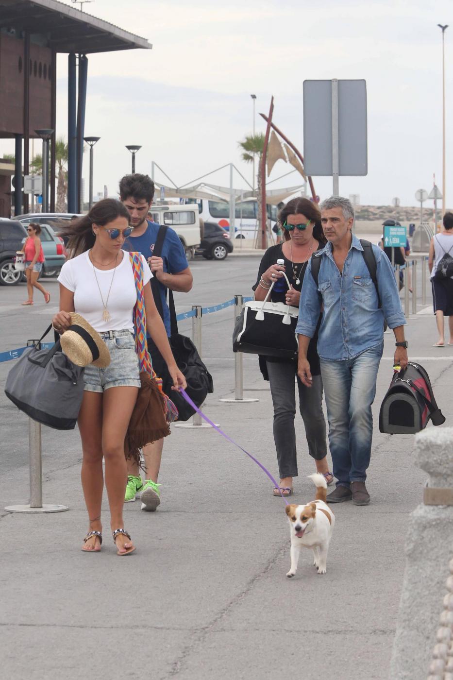 Belen Rodriguez e la sorella Cecilia lasciano Formentera FOTO 28