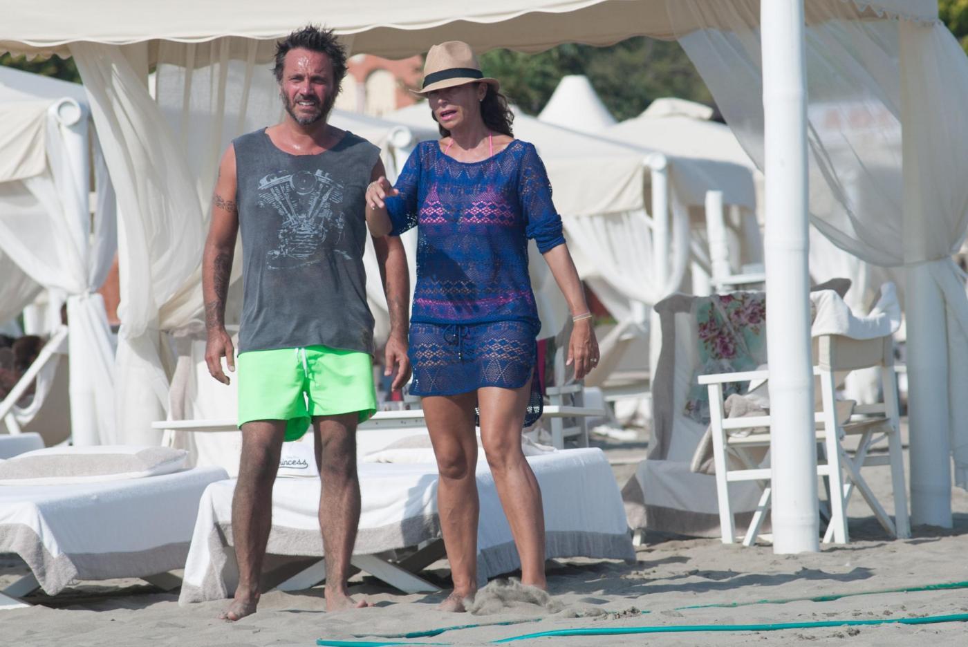Nek e la moglie Patrizia Vacondio a Marina di Pietrasanta FOTO