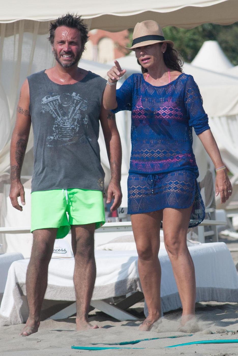 Nek e la moglie Patrizia Vacondio a Marina di Pietrasanta FOTO 4