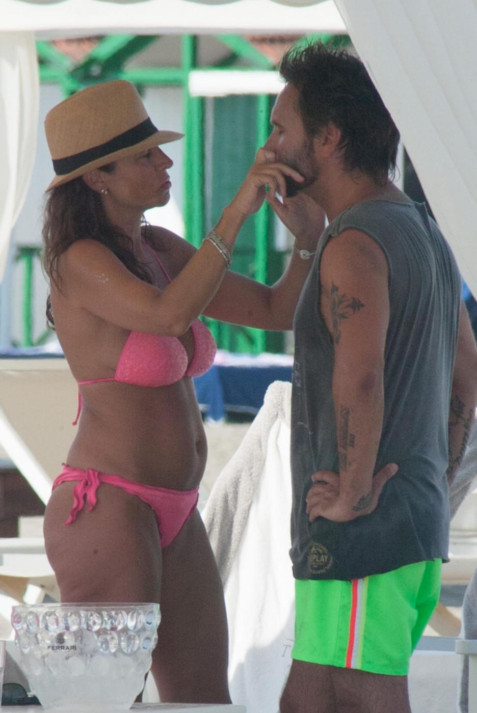 Nek e la moglie Patrizia Vacondio a Marina di Pietrasanta FOTO 14