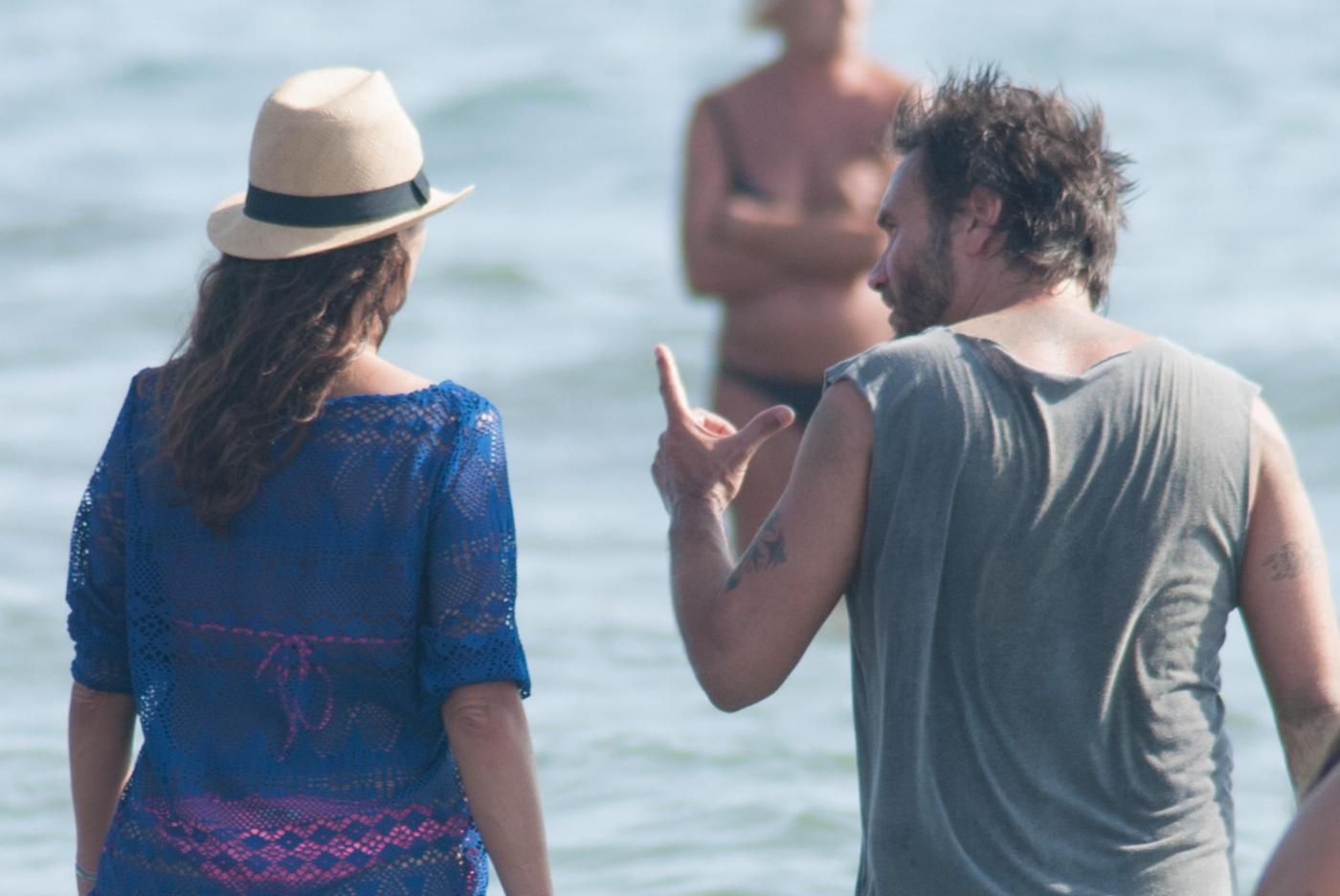 Nek e la moglie Patrizia Vacondio a Marina di Pietrasanta FOTO 16