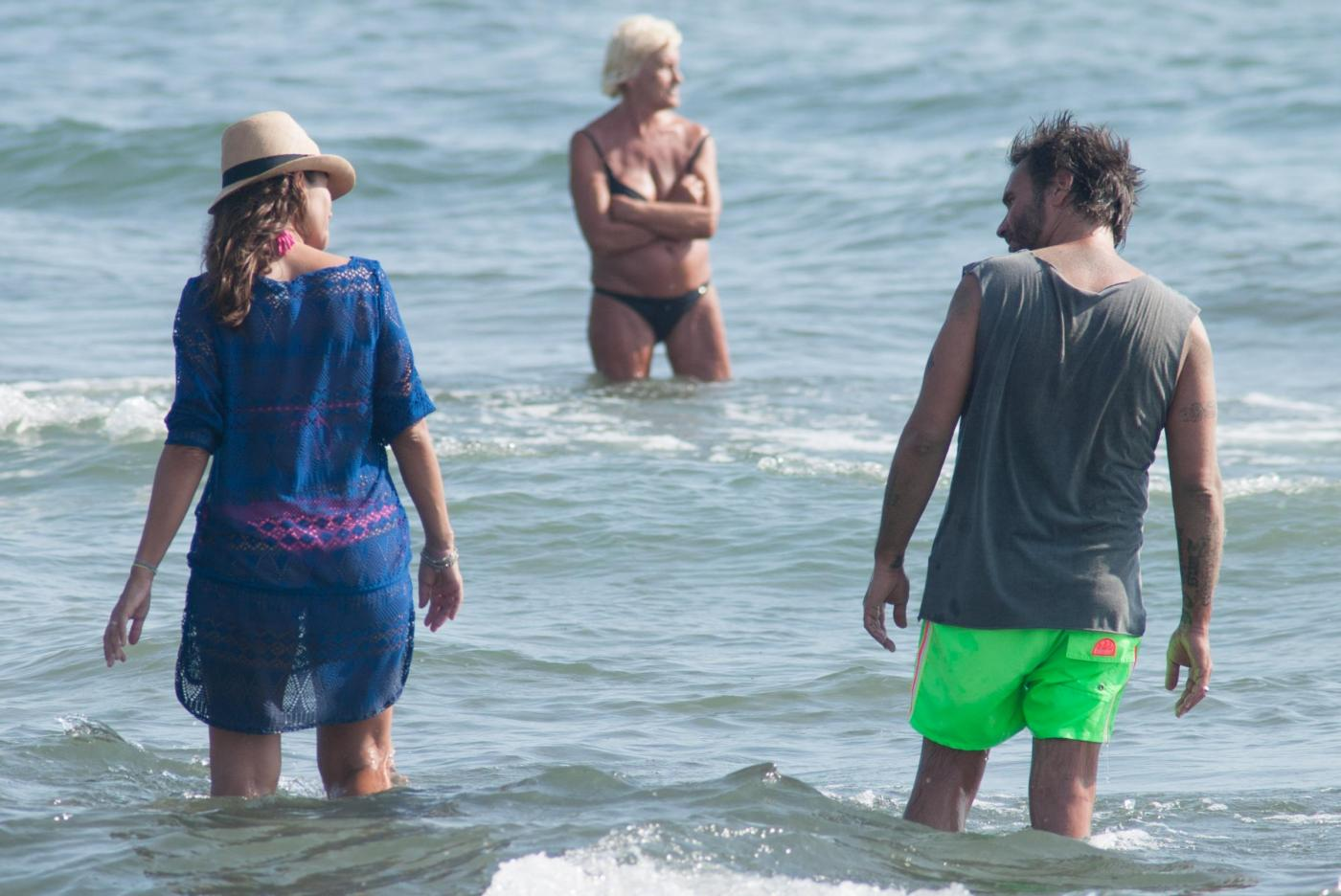 Nek e la moglie Patrizia Vacondio a Marina di Pietrasanta FOTO 17