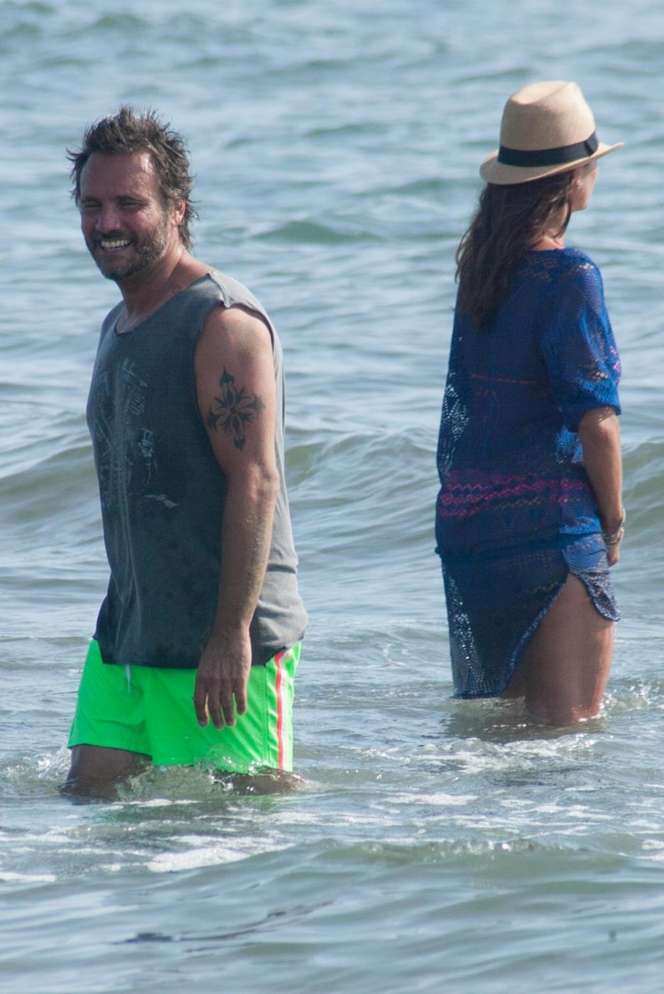 Nek e la moglie Patrizia Vacondio a Marina di Pietrasanta FOTO 20