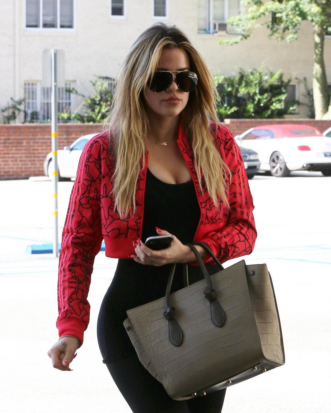 "Khloé Kardashian, curve ""esplosive"" in tenuta sportiva FOTO 15"