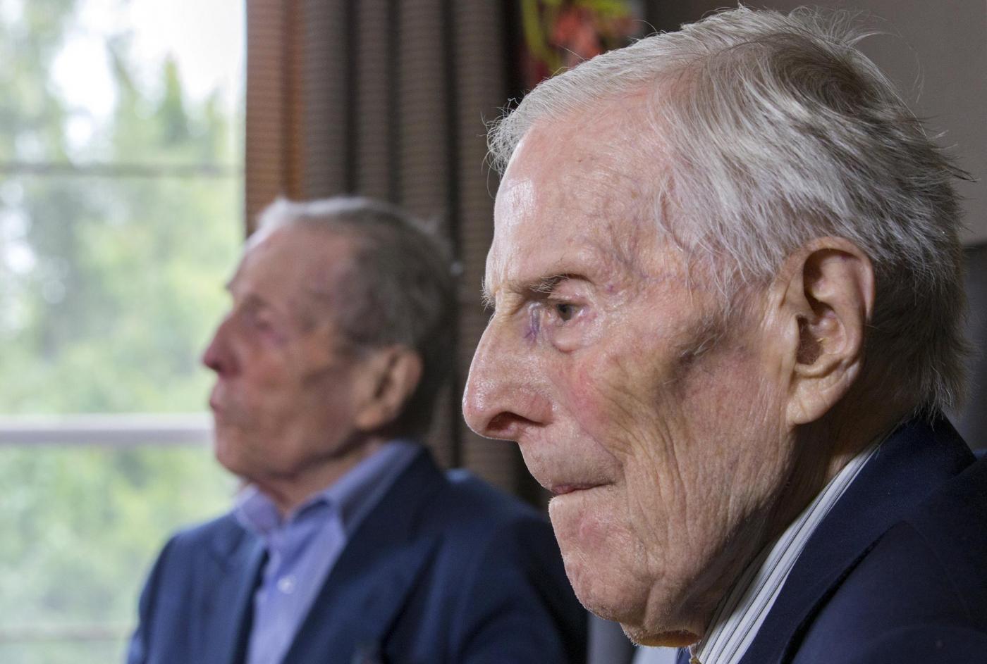 """Gemelli più vecchi del mondo a 102 anni. """"Segreto? Bere vino""""9"""