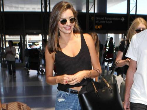 Viaggi: casual chic in aeroporto? Miranda Kerr, copia il look!