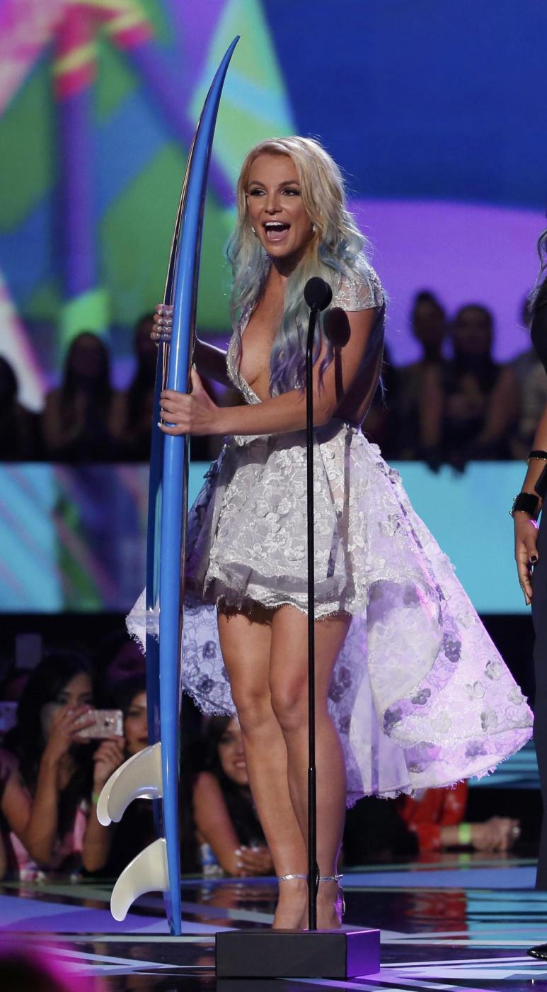 Britney Spears, abito scollato ai Teen Choice Awards 4