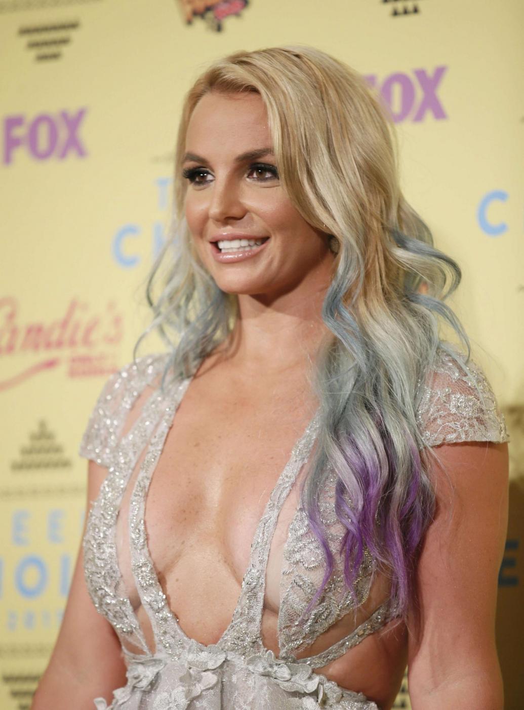 Britney Spears, abito scollato ai Teen Choice Awards 6