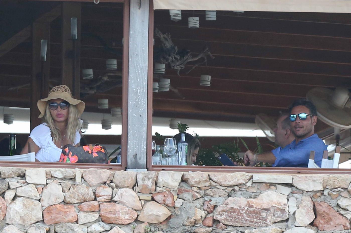 Valeria Marini a Formentera col fidanzato Antonio Brosio 3