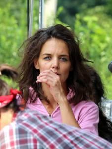 """Katie Holmes irriconoscibile sul set del film """"All We had"""""""
