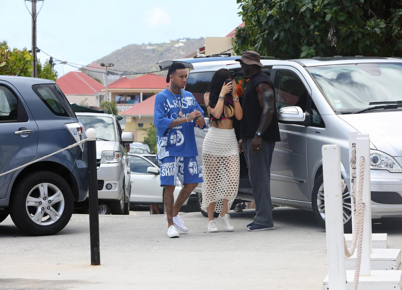 Kylie Jenner, pareo trasparente in vacanza a St. Barts FOTO