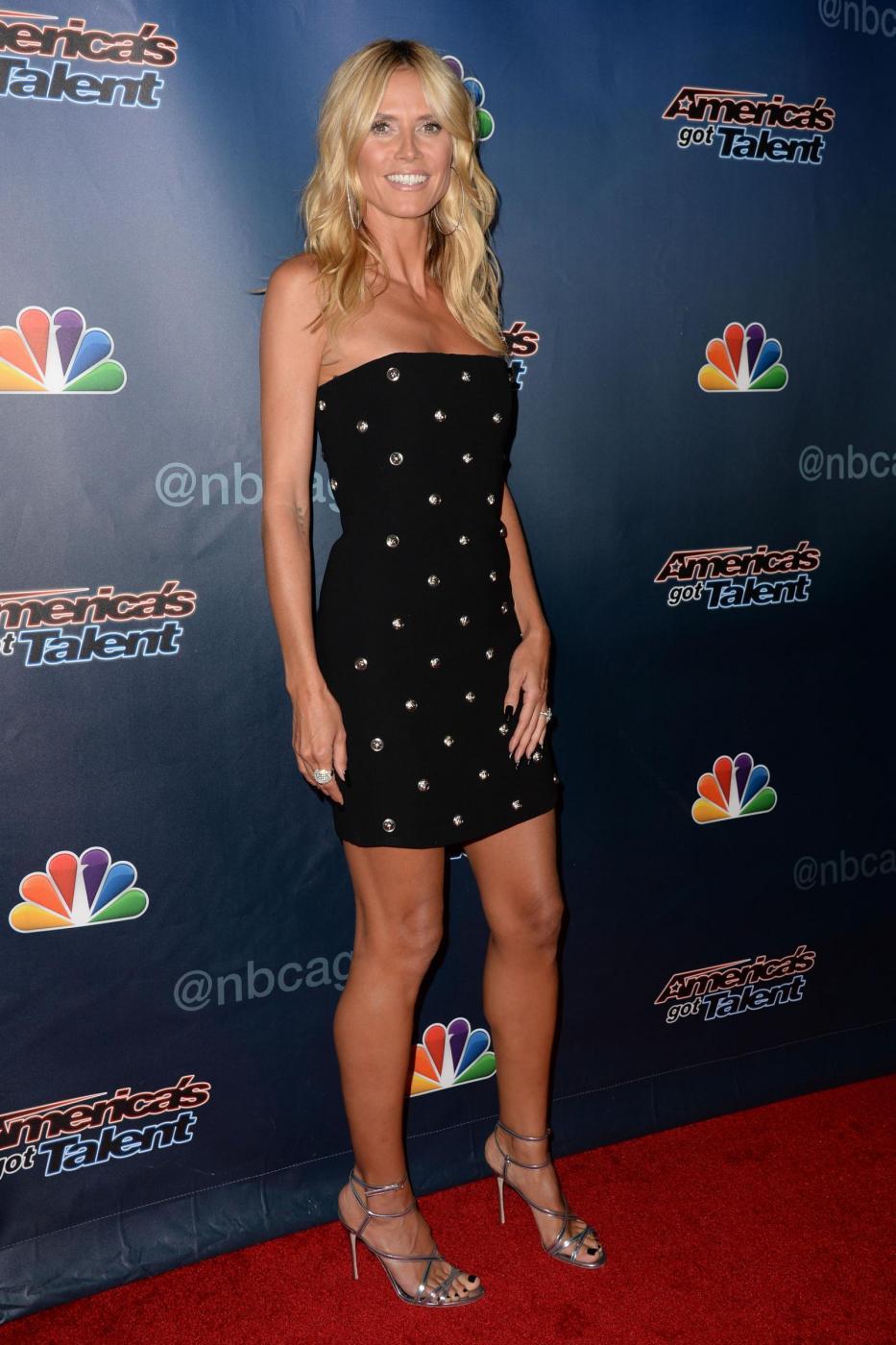 Heidi Klum, mini abito e tacchi per America's Got Talent