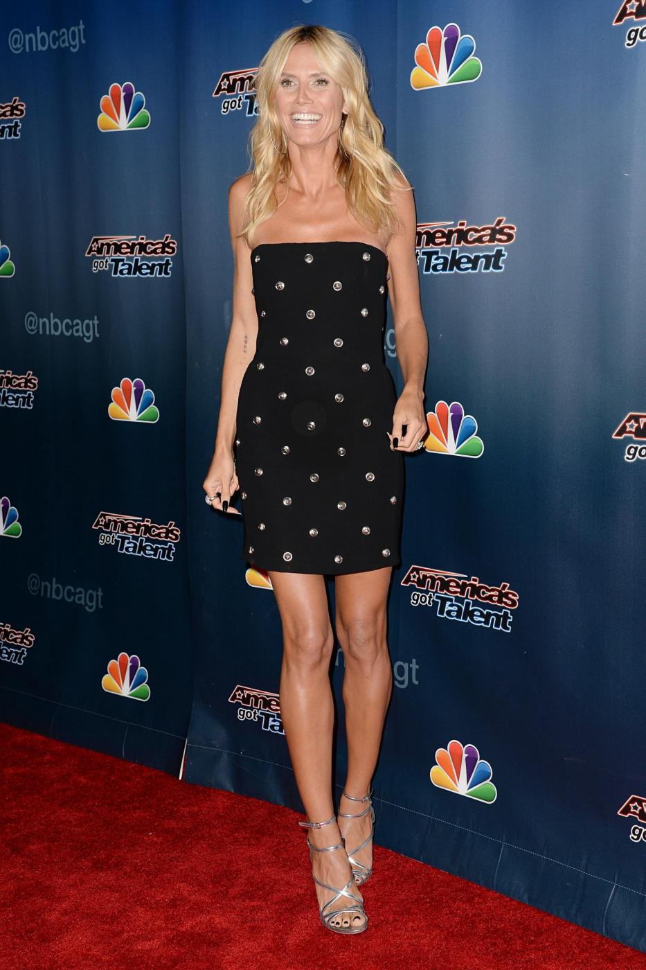 Heidi Klum, mini abito e tacchi per America's Got Talent 8