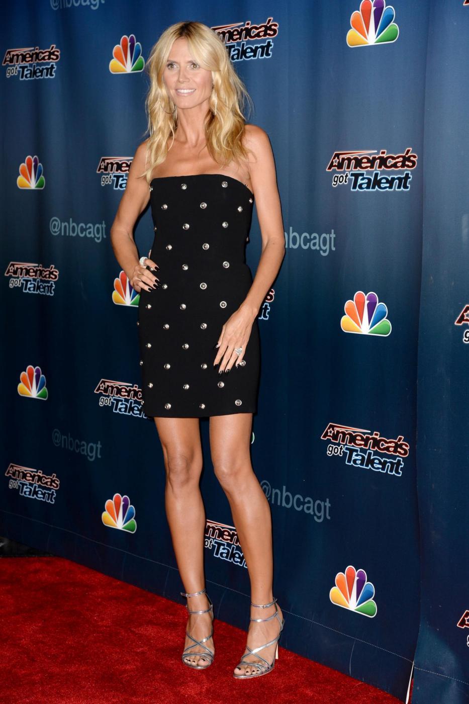 Heidi Klum, mini abito e tacchi per America's Got Talent 10